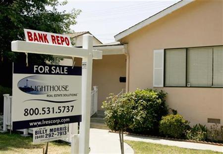 A home that has been foreclosed and repossessed up for sale in Burbank, California, July 20, 2008. REUTERS/Fred Prouser