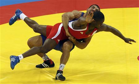 Melonin Noumonvi of France (in red) fights Ara Abrahamian of Sweden during the men's 84kg bronze medal Greco-Roman wrestling competition at the Beijing 2008 Olympic Games August 14, 2008. REUTERS/Oleg Popov