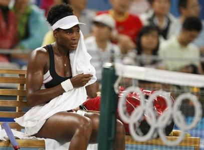 Venus Williams of the U.S. dries her face during her women's singles quarterfinal tennis match against Li Na of China at the Beijing 2008 Olympic Games, August 14, 2008. REUTERS/Eric Gaillard