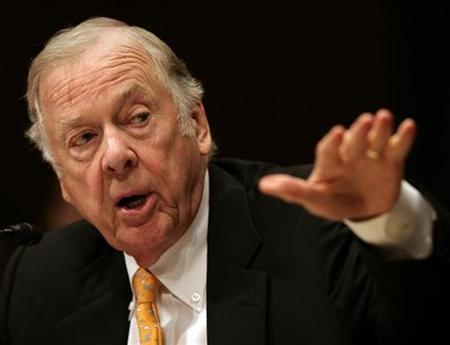 Boone Pickens, founder and CEO of BP Capital Management, testifies before the Senate Homeland Security and Governmental Affairs Committee about alternative energy plans at the Dirksen Senate Office Building on Capitol Hill in Washington in this July 22, 2008 file photo. REUTERS/Yuri Gripas