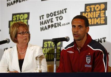 England's football player Rio Ferdinand (R) and the Home Secretary Jacqui Smith attend a news conference in Watford, north of London August 18, 2008. They were announcing the government's ''It doesn't have to happen'' campaign to tackle knife crime. REUTERS/ Eddie Keogh