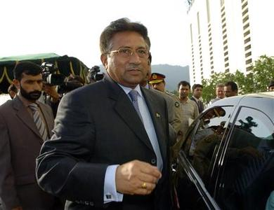Pakistan's President Pervez Musharraf leaves the presidential house after his resignation in Islamabad August 18, 2008. REUTERS/Mian Khursheed