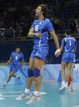 <p>Vigor Bovolenta esulta dopo la vittoria contro la Polonia nei quarti di finale di pallavolo alle Olimpiadi di Pechino. REUTERS/Alexander Demianchuk (CHINA)</p>