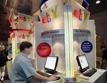 Brian Winer of Los Angeles uses an eBay kiosk to check on an item he has for sale during the Consumer Electronics Show in Las Vegas, January 6, 2006. REUTERS/Steve Marcus