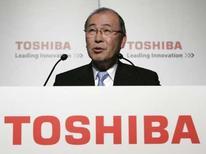 <p>Atsutoshi Nishida, P-DG de Toshiba. Une coentreprise regroupant Toshiba et Matsushita annonce avoir développé un écran équipé de diodes électroluminescentes organiques (OLED) qui allie la plus longue durée de vie à la plus faible consommation d'énergie du marché. /Photo prise le 8 mai 2008/REUTERS/Michael Caronna</p>