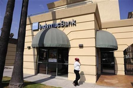 An IndyMac Bank branch is seen in Glendale, California July 17, 2008. REUTERS/Phil McCarten