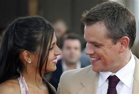 Matt Damon poses with his wife Luciana as they arrive for the screening of ''The Bourne Ultimatum'' in France, September 1, 2007. REUTERS/Vincent Kessler