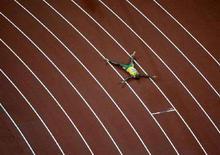 <p>Il giamaicano Usain Bolt esulta dopo la medaglia d'oro e il record del mondo ottenuto nella finale dei 200m alle Olimpiadi di Pechino. REUTERS/Kim Kyung-Hoon</p>