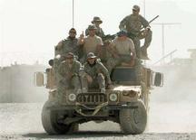 <p>Американские военнослужащие позируют фотографу на базе Wilson в Афганистане. Разведка донесла, что боевики планируют устроить засаду или заложить самодельную бомбу под мост к западу от Кандагара, и патруль войск США отправился на проверку. REUTERS/Goran Tomasevic</p>
