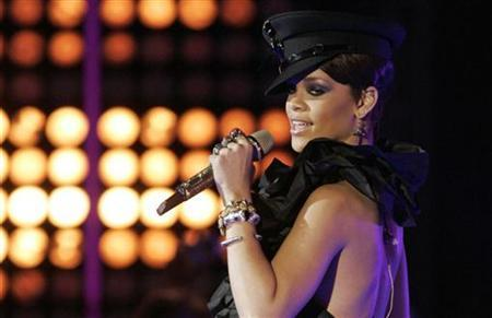 Singer Rihanna performs at the MuchMusic Video awards in Toronto, June 15, 2008. REUTERS/Fred Thornhill