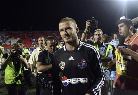 MLS Allstar's David Beckham leaves the pitch after their soccer match against West Ham United in Toronto July 24, 2008. REUTERS/Chris Young