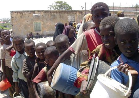 Somali children queue to receive food aid by the U.N. World Food Programme (WFP) at a distribution centre in Mogadishu August 21, 2008. REUTERS/Ismail Taxta