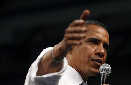 Democratic presidential candidate Senator Barack Obama (D-IL) speaks at a town hall meeting in Chesapeake, Virginia, August 21, 2008. REUTERS/Jim Young