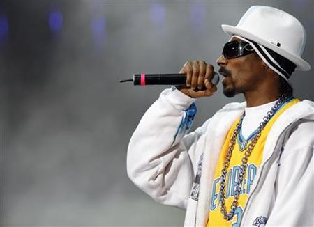 Rapper Snoop Dogg performs at the 2008 Wango Tango concert in Irvine, California May 10, 2008. REUTERS/Mario Anzuoni