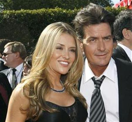 Actor Charlie Sheen and wife Brooke Mueller in Los Angeles, September 16, 2007. REUTERS/Mario Anzuoni
