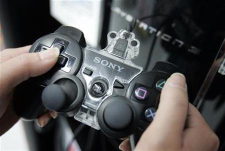 Sony Corp's PlayStation 3 (PS3) game controller is pictured at a Sofmap electric store in Tokyo May 14, 2008. REUTERS/Yuriko Nakao