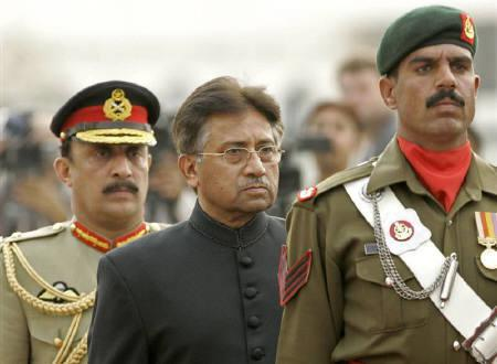 Pakistan's President Pervez Musharraf (C) inspects the guard of honour after he was sworn in at the President House in Islamabad, November 29, 2007. REUTERS/B.K. Bangash/Pool