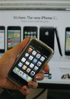 An Apple iPhone is seen in New York, August 28, 2008. REUTERS/Brendan McDermid