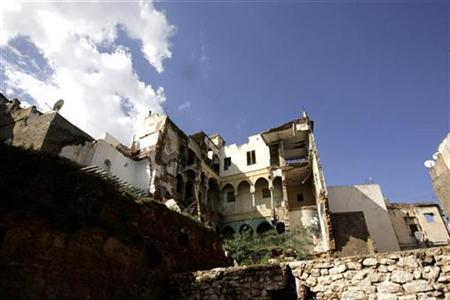 A view of old Moorish houses in the old city of Casbah in Algiers, February 28, 2007. REUTERS/Zohra Bensemra
