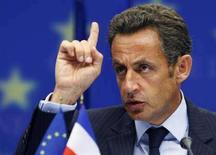 <p>Президент Франции Николя Саркози выступает на саммите Евросоюза 1 сентября 2008 года. Лидеры стран Европейского союза договорились отложить переговоры о подписании нового соглашения о партнерстве с Россией, запланированные на сентябрь, если Москва не отведет войска на позиции, предшествовавшие конфликту с Грузией из-за Южной Осетии. При этом ЕС решил не вводить санкции против РФ. REUTERS/Francois Lenoir</p>