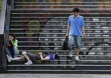 <p>Ходьба по лестнице улучшает здоровье. Фотография сделана 6 августа 2008 года. Ходьба по лестнице вместо использования лифта может быть гарантом вашего здоровья. REUTERS/Toru Hanai</p>