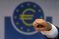 <p>Полиция Колумбии конфисковала 11 миллионов фальшивых евро. Фотография сделана 7 августа 2008 года. Полиция Колумбии конфисковала фальшивые банкноты на сумму 11 миллионов евро, что на сегодняшний день является самой большой суммой, конфискованной за пределами Европы, сообщает Европол. REUTERS/Alex Grimm</p>