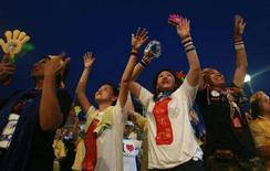 <p>Сторонники оппозиции в Таиланде собрались у здания Дома правительства в Бангкоке 1 сентября 2008 года. Беспорядки в Таиланде угрожают процветающей туристической индустрии страны, а бизнесмены опасаются, что политическая ситуация может спугнуть иностранных инвесторов. REUTERS/Kerek Wongsa (THAILAND)</p>