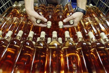 A worker prepares bottles of rose wine at the Domaine Saint Andre de Figuiere at La Londe Les Maures in Provence September 1, 2008. REUTERS/Jean-Paul Pelissier