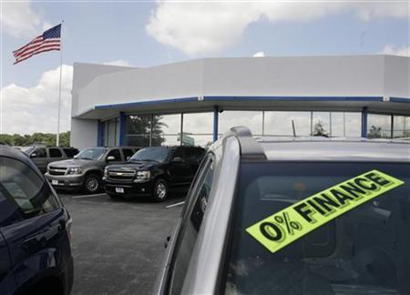 Chevrolet SUVs are seen at a dealership in Silver Spring, Maryland, July 1, 2008. REUTERS/Yuri Gripas