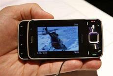 <p>Il cellulare di Nokia N96. REUTERS/Albert Gea</p>