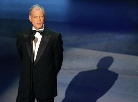 Talk show host David Letterman reads a tribute to Johnny Carson at the 57th annual Primetime Emmy Awards at the Shrine Auditorium in Los Angeles September 18, 2005. REUTERS/Robert Galbraith