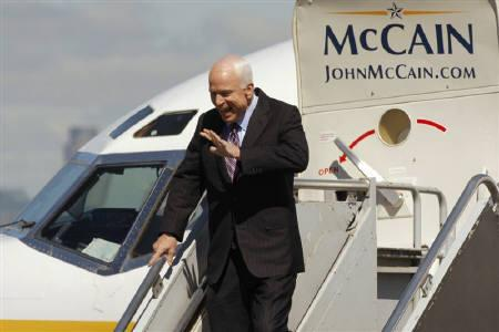 U.S Republican presidential candidate Sen. John McCain acknowledges supporters at an airport in Minneapolis, Minnesota, where he arived to attend the 2008 Republican National Convention September 3, 2008. McCain said on Wednesday that if elected president, he will capture al Qaeda leader Osama bin Laden. REUTERS/Brian Snyder