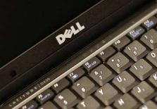 <p>Il logo Dell su un portatile. REUTERS/Brendan McDermid (UNITED STATES)</p>