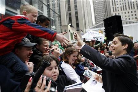 Actor Tobey Maguire shakes hands with fans while making an appearance on NBC's ''Today'' show in New York April 30, 2007. REUTERS/Brendan McDermid