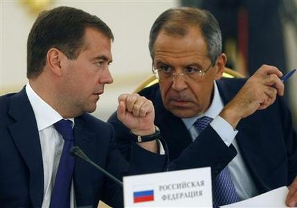 Russia's President Dmitry Medvedev (L) talks to Foreign Minister Sergei Lavrov during the Collective Security Treaty Organisation (CSTO) summit in Moscow, September 5, 2008. REUTERS/Sergei Chirikov/Pool