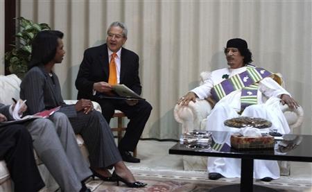 Libyan leader Muammar Gaddafi (R) meets with Secretary of State Condoleezza Rice (L) in Tripoli September 5, 2008. REUTERS/Stringer