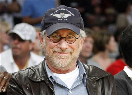 Steven Spielberg watches the Los Angeles Lakers play the Boston Celtics during Game 3 of the NBA Finals basketball championship in Los Angeles, June 10, 2008. REUTERS/Lucy Nicholson