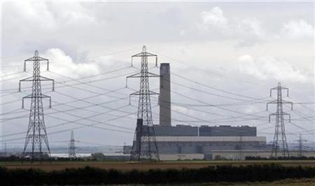 Kingsnorth power station is seen as environmental campaigners began setting up a camp nearby, in Kent, southern England, on August 3, 2008. REUTERS/Stephen Hird