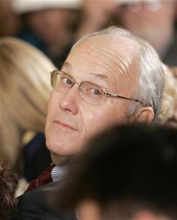 U.S. Senator Larry Craig (R-Idaho), (R), before the start of the presentation ceremony of the 2007 National Medal of Arts and the National Humanities Medals from U.S. President George W. Bush in the East Room of the White House in Washington, November 15, 2007. REUTERS/Larry Downing