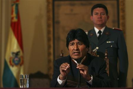 Bolivia's President Evo Morales addresses the media during a news conference at Palacio Quemado Government Palace in La Paz, September 13, 2008. REUTERS/Ivan Alvarado