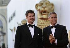 <p>Brad Pitt (a sinistra) e George Clooney alla Mostra del cinema di Venezia. REUTERS/Max Rossi</p>