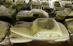 <p>Vintage cars are parked at the Autofriedhof Franz Messerli auto graveyard in the village of Kaufdorf south of Bern July 27, 2008. REUTERS/Arnd Wiegmann</p>