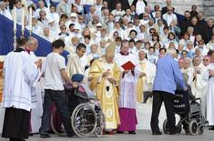 <p>Pope Benedict XVI anoints a faithful with the holy oil during his final mass for the sick at the Basilica of the Rosary (Basilique Notre-Dame du Rosaire) at the Lourdes shrine in southwestern France, on September 15, 2008 whose waters are reputed to have the power of miraculous healing. REUTERS/Alberto Pizzoli/Pool</p>