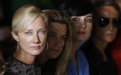 <p>Actress Joely Richardson (L) watches Julien Macdonald's spring/summer 2009 show at London Fashion Week September 15, 2008. REUTERS/Stephen Hird</p>