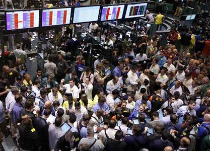 Traders work in the oil options pit at the New York Mercantile Exchange, September 15, 2008. REUTERS/Chip East