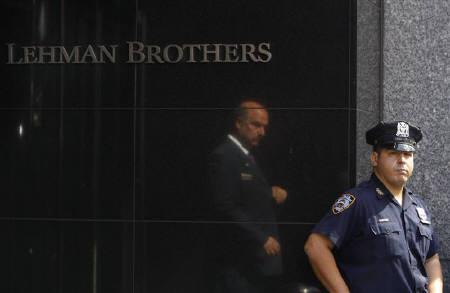 A security guard and police officer stand outside the Lehman Brothers building in New York September 15, 2008. REUTERS/Joshua Lott