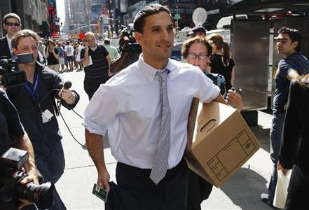 A man walks out of the Lehman Brothers building carrying a box of his belongings in New York September 15, 2008. REUTERS/Joshua Lott