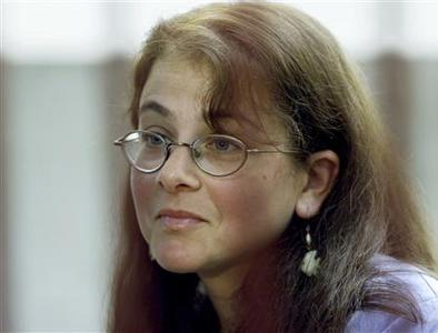 Lori Berenson is seen in a courtroom in Lima in this March 22, 2001 file photo. REUTERS/Mariana Bazo