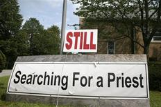 <p>A sign seeking a Roman Catholic priest is pictured outside St. James Church in Wellesley, Massachusetts August 25, 2008. Facing dwindling shrinking congregations, shifting demographics and a drain on cash from settling sexual abuse lawsuits against priests, Roman Catholic churches are shuttering at a quickening pace in the U.S. Northeast. REUTERS/Jason Szep</p>