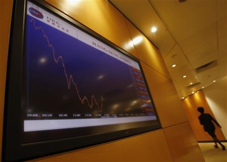 A panel displays the morning trading curve at the Hong Kong Stocks Exchange September 17, 2008. REUTERS/Bobby Yip